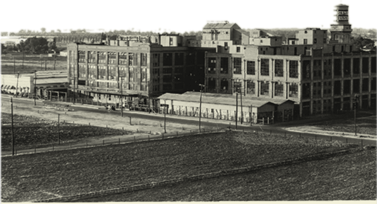 Black and white photo of Sun-Maid's processing plant in Fresno, California
